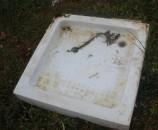 המקלחון מפיברגלס שנמצא בזבל - עכשיו הוא באמת סיים את חייו