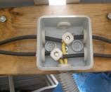 החיבור המקביל של שני הפאנלים בתוך קופסת חשמל קטנה