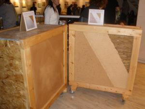 חלק מהתערוכה של קבוצת בוץ - הדגמה לשכבות טיח על קש ובמבוק