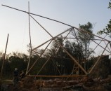 הבית של ניקו - כיפה גיאודזית עם תוספת גג קלאסי מעל - מבט מזרחי