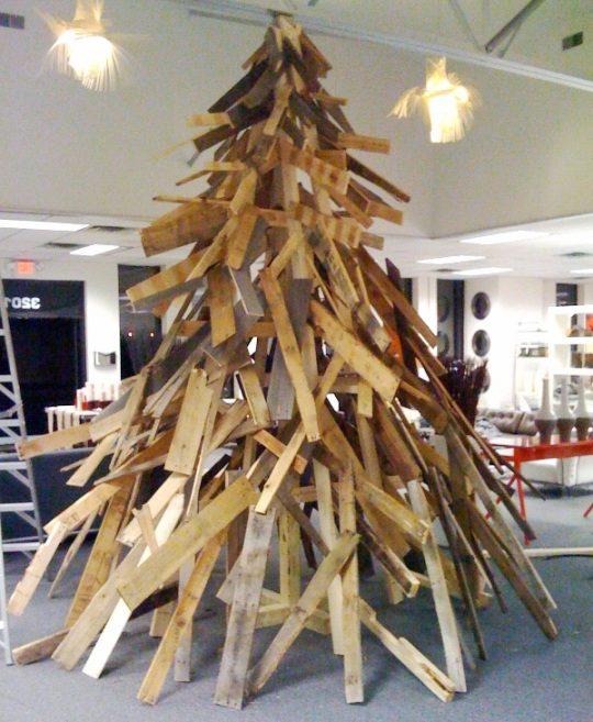 עץ חג המולד ממשטחים מפורקים - לבעלי דמיון מפותח בלבד