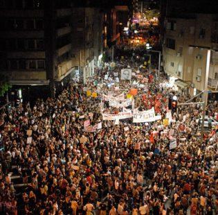 תל אביב, קיץ 2011. כך נראית תנועת המונים פוליטית. צילם: cc-by-sa 'avivi