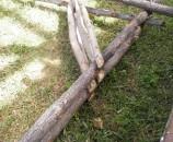 קצוות הזויות נוסרו כדי שלא יבלטו מחוץ לשלד הסוכה