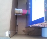 גלילי קרטון כדי להחזיק את הקופסא הפנימית במרכז