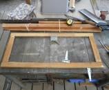 מסגרת עץ לדלת למטה הצירים