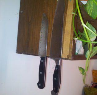 סכינים תלויות הן סכינים שמחות