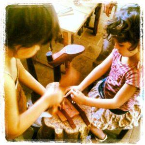 הבנות לומדות את העבודה