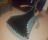 הבד מתוח על כל הכיסא