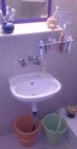 הוכחה שניתן למחזר מים ולשמור על כיור נקי ומושך :)