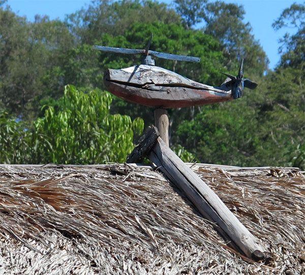 הליקופטר / מסוק- הרוטורים (פלופלורים) עשוים מחלקי תחמושת