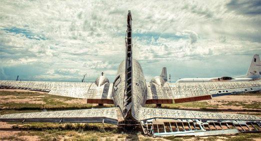 מטוס צבאי שהפך לפסל סביבתי: