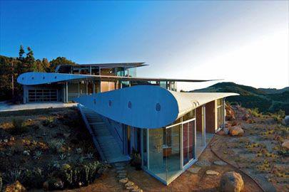 גג של בית מכנף מטוס- לא ברור אם צבאי או לא, אך זה יפה