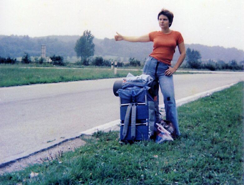 טרמפיסטית, 1977