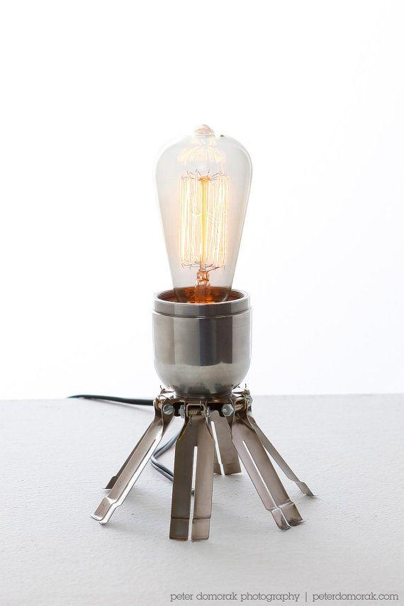 מנורה ממרגמה- אין לי מושג איזה חלק בפצצה זה בדיוק היה