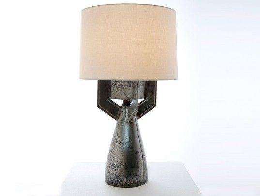 מנורה ממרגמה יחסית פשוט אך מקורי