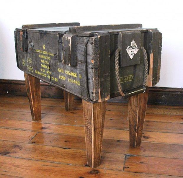 שולחן קפה מארגז תחמושת- נראה כה פשוט לבנייה אך אולי הייתי מוסיף זכוכית מעל.