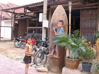 פסל בכניסה לבית- כל אחד וההבטחה שלו, לפחות כאן אין צורך לתת שקל