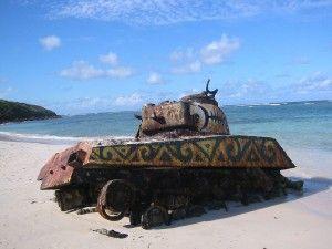 טנק על החוף- אני לא יודע איך זה בדיוק הגיעה לשם, אך לפחות המקומיים דאגו לקשט אותו ולהפוך אותו לבית חוף.