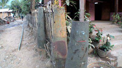 גדר פצצות- עמודי תווך