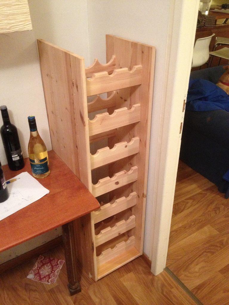 תהליך ההרכבה: ההרכבה והחיבורים בוצעו על ידי ברגיי עץ.