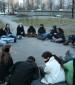 קבוצת חניכים במסע יושבת ומשוחחת למרגלות דז'לנה 34