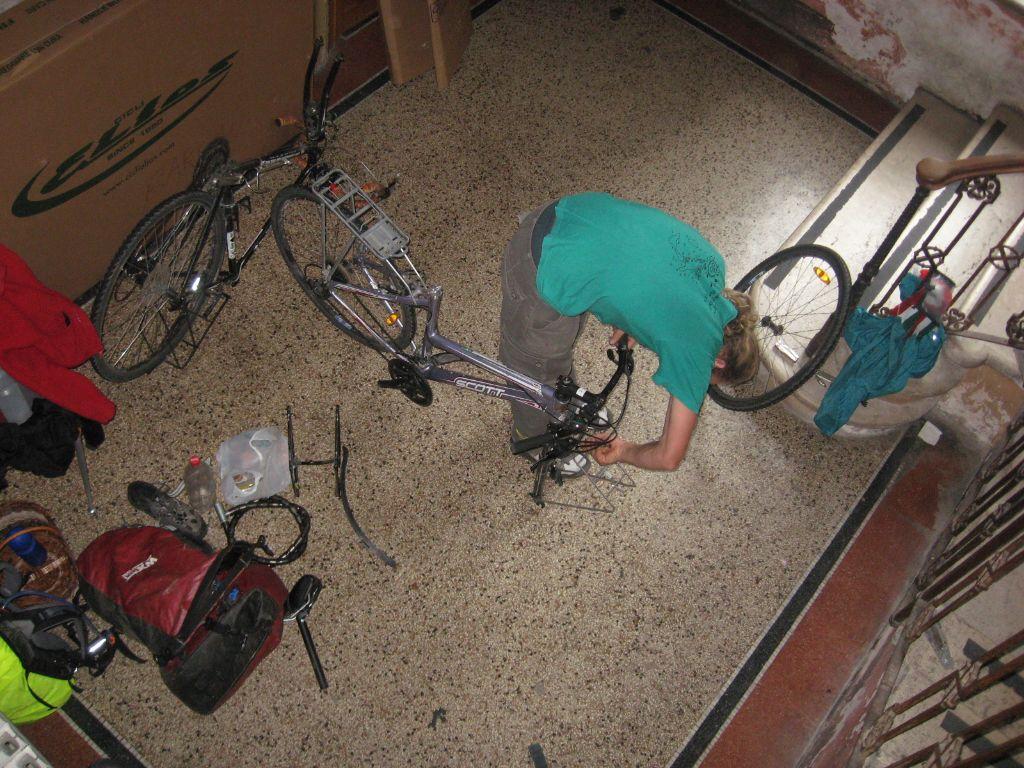 פירוק האופניים בגסטהאוס האחרון