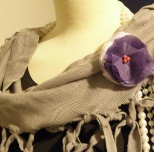 פרח תפור על שמלה