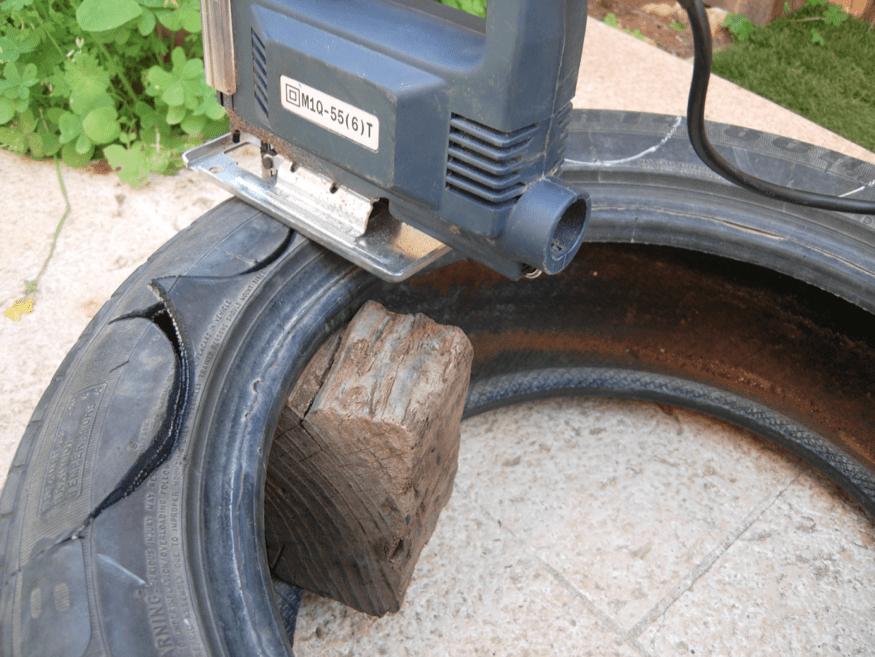 שימוש בקוביית עץ לחיתוך