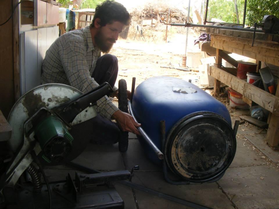 """בניית עגלה לפי גודל הארגז (או החבית, במקרה של """"הגלולה הכחולה"""")"""