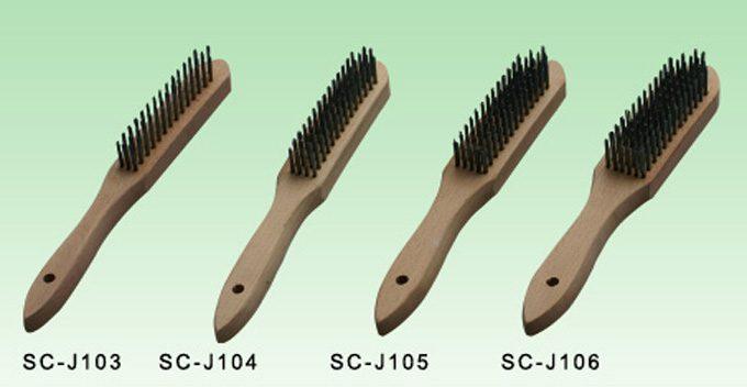מברשת ברזל ידית עץ- פחות חזק ופחות מומלץ