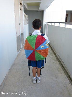 כיסוי גשם לתיק ממטריה ישנה