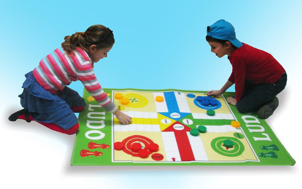 משחק לוח ענק