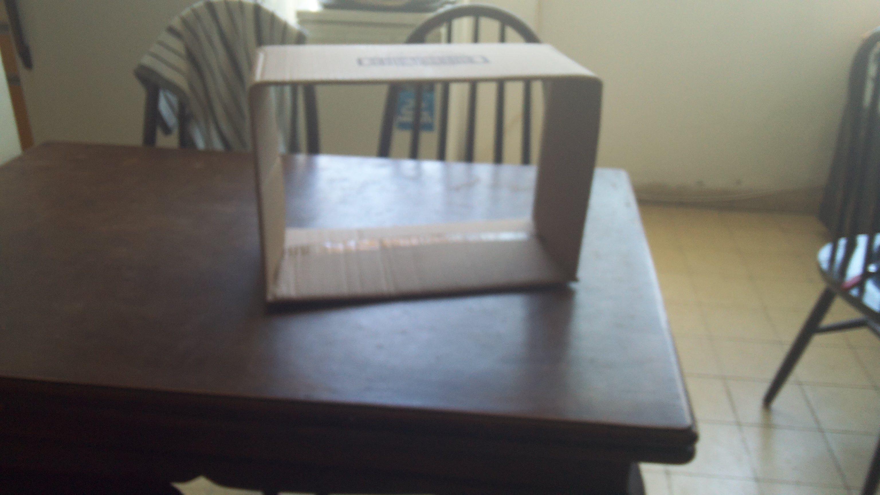 הקופסא לפני הוספת המסך ולפני העיטורים והקישוטים