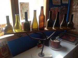 """חנוכיית בקבוקים המפורסמת מלפני שנה- כל ה""""שאריות"""" מכוסות הבקבוקים."""
