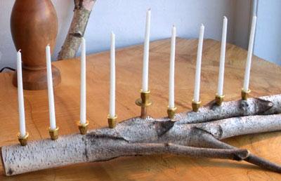 חנוכיית ענף מהיער- לפחות התושבות לנרות ממתכת
