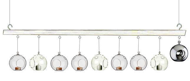 חנוכיית זכוכית תלויה- גם יפה וגם מקורי