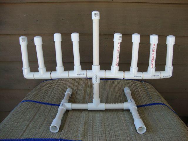חנוכיית צינורות פלסטיק- אומנם זול יותר, אך נראה פחות מרשים וכמובן דליק