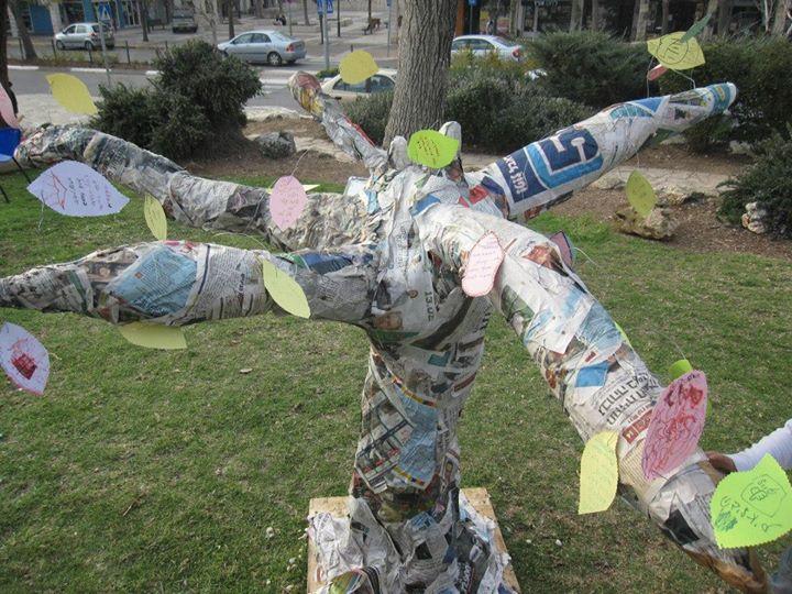 עץ הטרנזישן - עיסת נייר ומשאלות לעתיד