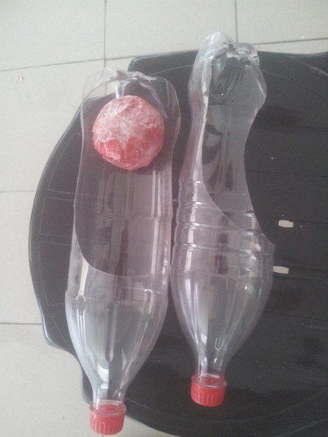 כדור נייר ושתי כפות מבקבוקים - כמו ששחקנו בהפסקה הפעילה בבית הספר...