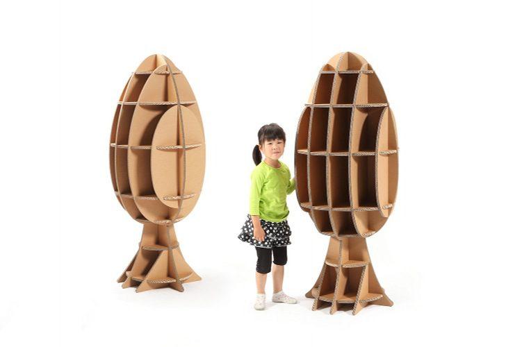 עץ בגודל מלא מקרטון