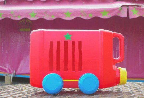 כלי רכב מבקבוק ופקקים