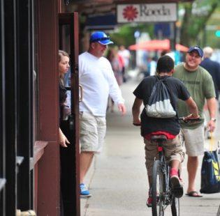 אופניים על המדרכה