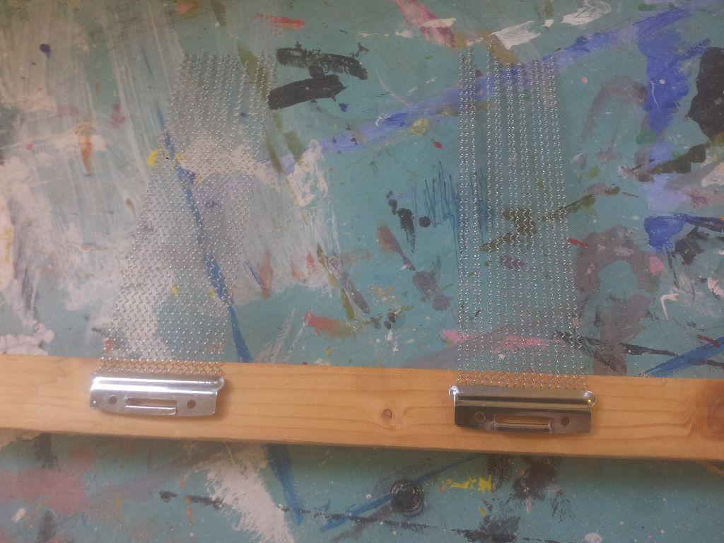 """שני חצאי סנר על פרופיל עץ 2.5 ס""""מ על 2.5 ס""""מ"""