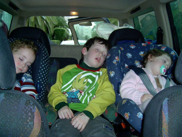 מה שארוחה משפחתית כבדה עושה לילדים