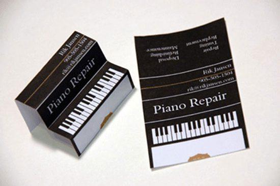 בידיים- כרטיס ביקור תלת מימד בצורת פסנתר