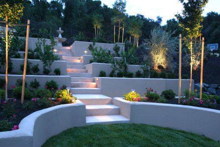 עיצוב הגינה בעזרת טרסות. בניה מבטון פלוס מדרגות