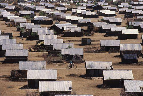 קקומה מחנה פליטים- גגות מיריעות פח