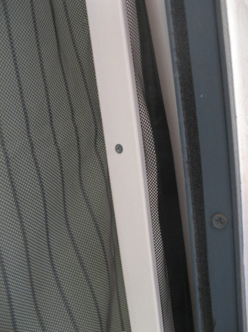 ראו היכן מחובר הלייסט יחסית לקצה הוילון, להתאמה לרוחב הפתח