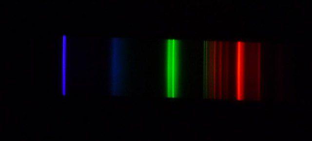 בידיים- ספטרום האור של פלורסנט