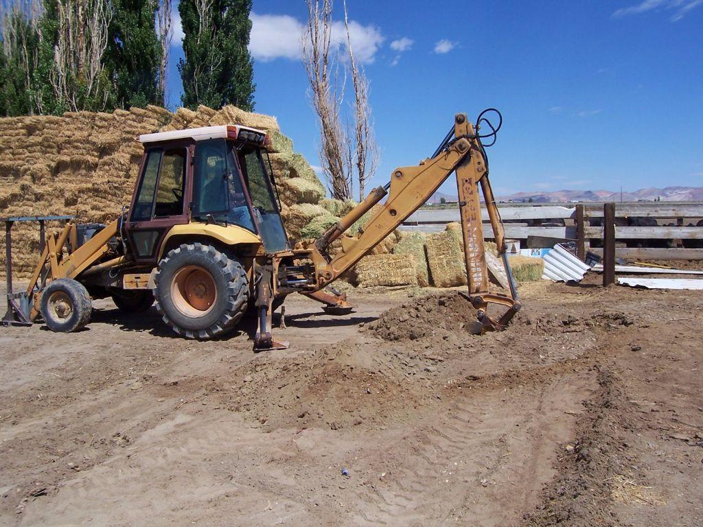 התחלת עבודת החפירה- חממה תת קרקעית- בידיים